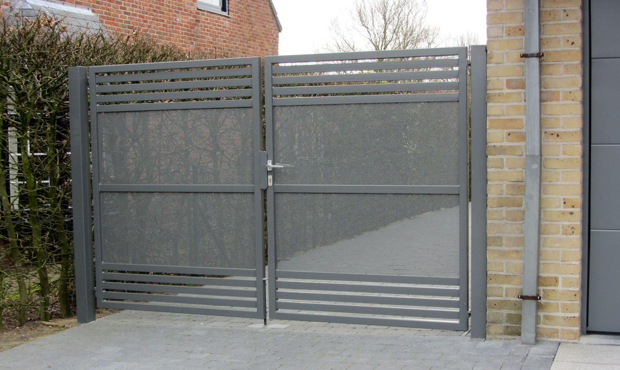 barriere portail finest portail coulissant en fer pas cher portillon coulissant pas cher. Black Bedroom Furniture Sets. Home Design Ideas